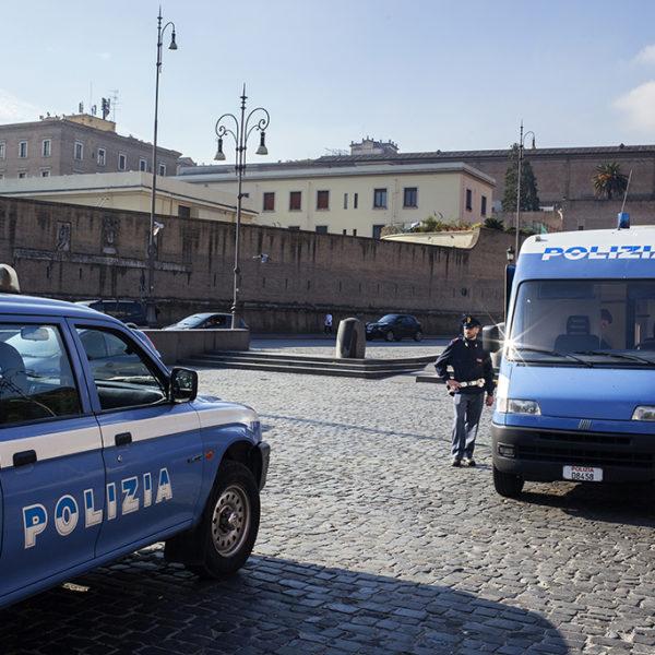 Unità cinofila in piazza Risorgimento (Roma).