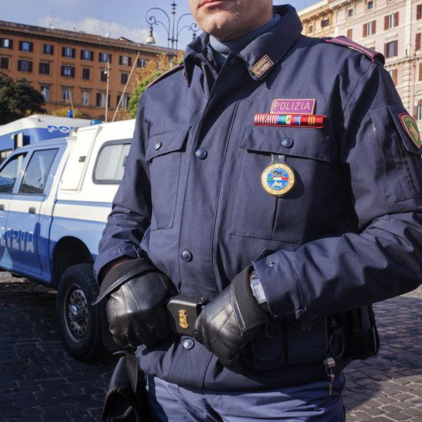 Agente unità cinofila.